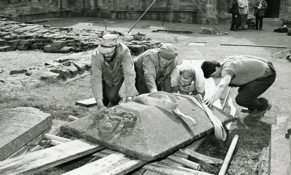 Lifting the Fithie Stone in 1986.