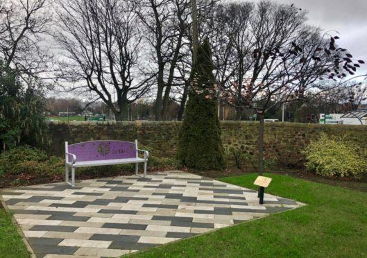Outstanding Memorial Copper Tree To Be Unveiled At Dundee Botanic Inzonedesignstudio Interior Chair Design Inzonedesignstudiocom
