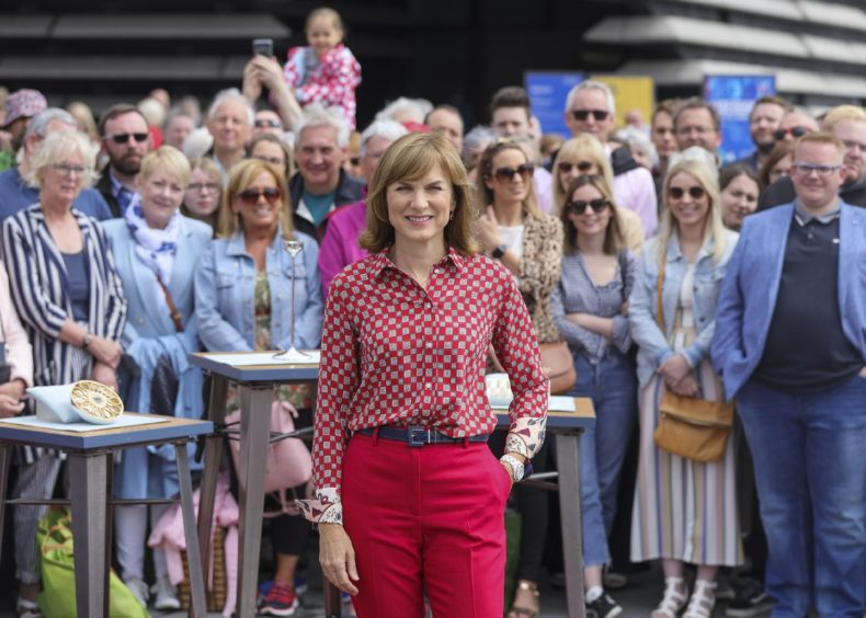 Thousands queue up to see experts as Dundee hosts Antiques ...