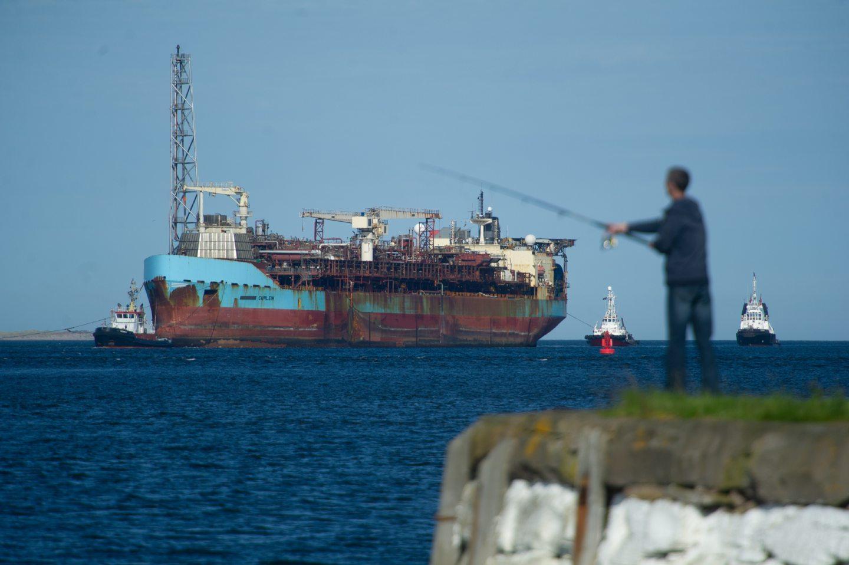 VIDEO: Huge North Sea vessel arrives in Dundee ahead of