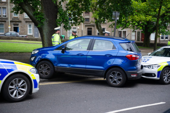 Police still hunting crash suspects following dramatic foot chase in Dundee - The Courier