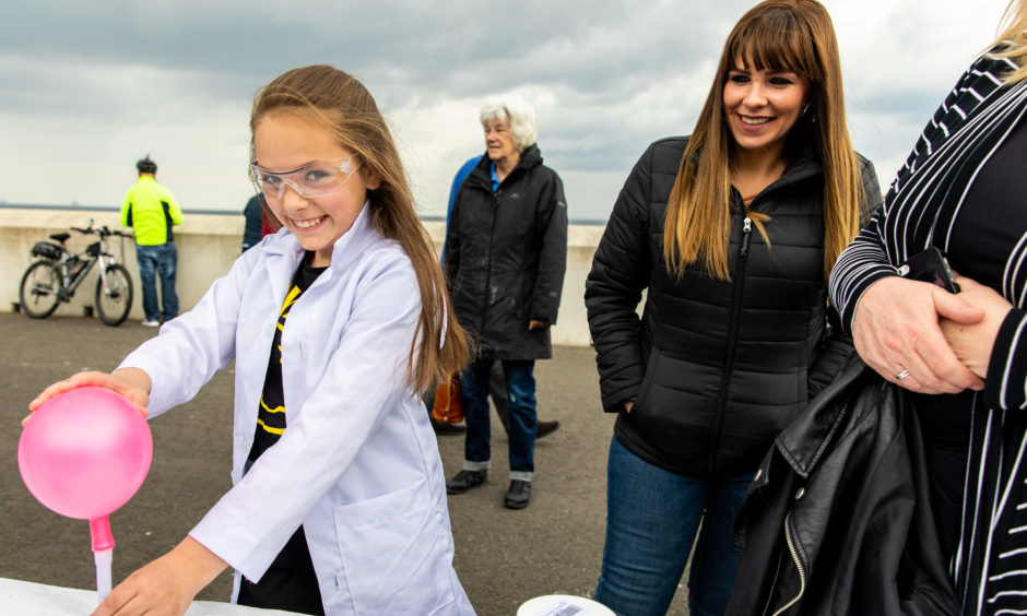 Saoirse Martin (11) from Ireland blows up a balloon using a chemical reaction at an activity during Kirkcaldy Beach Highland Games.     Steve Brown / DCT Media