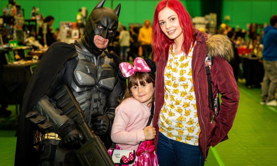 Steve Dornan as Batman, Jessica Calvert, 6 and Courteney Maidment.