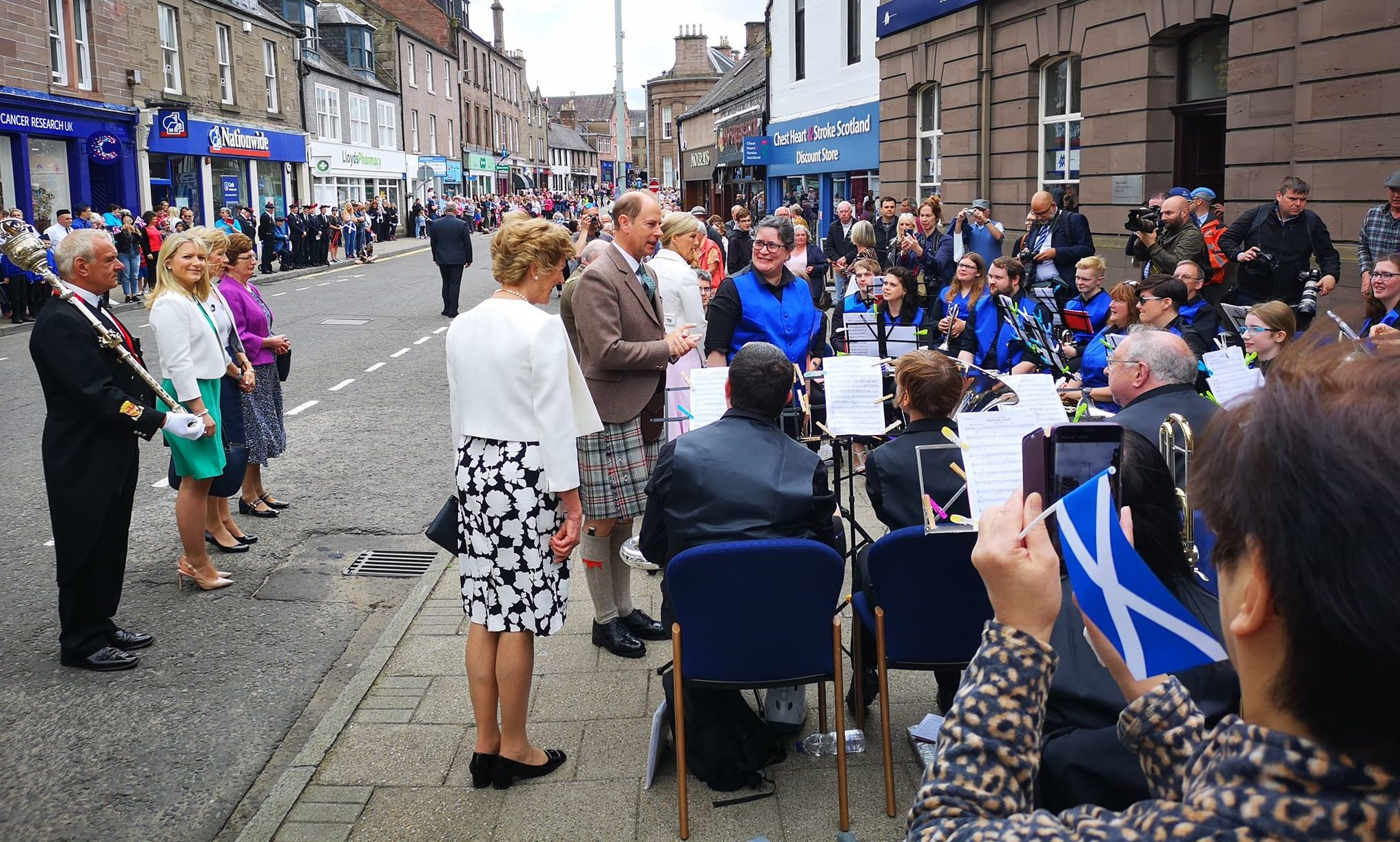 Royal visit: Crowds welcome new Earl and Countess to Forfar on inaugural visit - The Courier