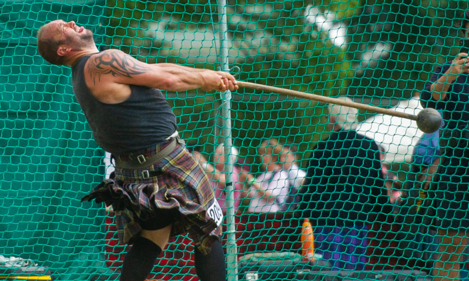 The heavyweight competition started with the hammer throwing.
