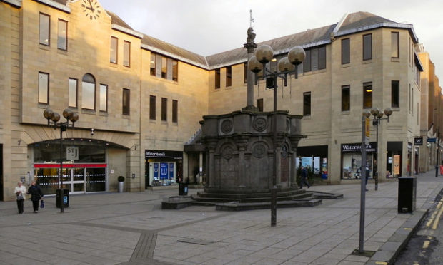 The mercat cross of Perth, erected as a memorial to King Edward VII, adjacent to St John's Shopping Centre (via geograph.org.uk).