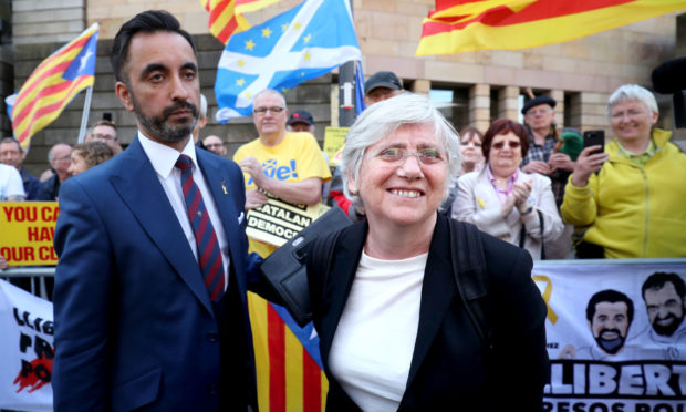 Clara Ponsati and her lawyer Aamer Anwar with supporters outside Edinburgh Sheriff after her preliminary hearing in March 2018