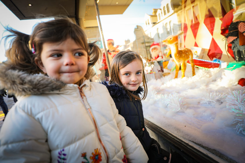 VIDEO: Christmas arrives in Broughty Ferry as store unveils amazing window display - The Courier